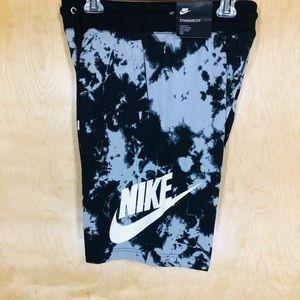 Nike Men's Black And Gray Sportswear Printed Short